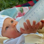 868023_newborn_drinking_milk